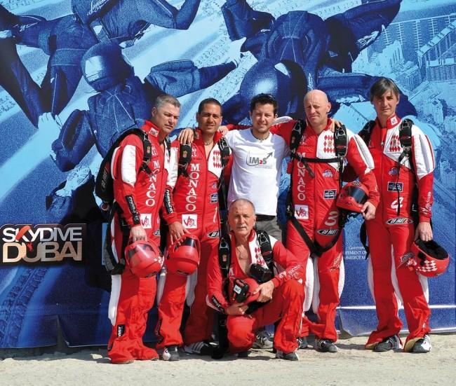 Dans le ciel de Dubaï avec le Monaco Parachute Team